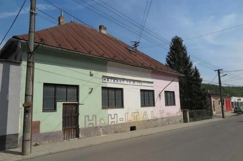 Administratívna budova v Poltári