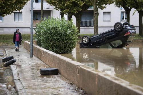 Francúzsky vidiek bičujú mohutné