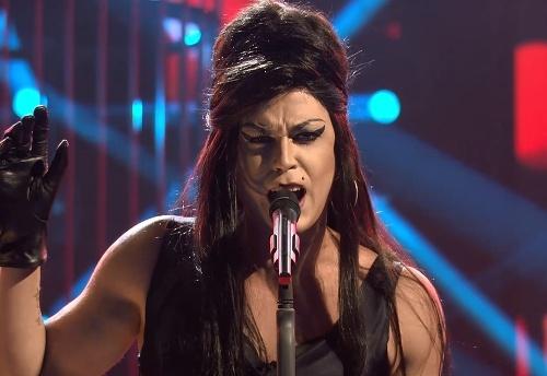 Dárius Koči ako Amy