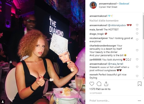 Anna Ermakova obľubuje výstrihy.