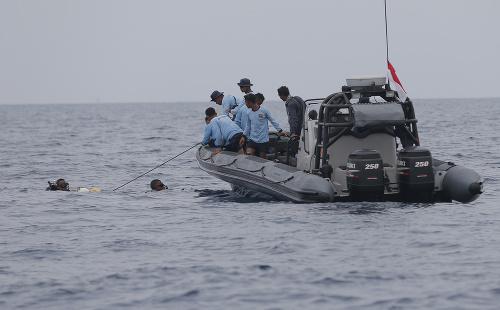 Vojaci a potápači lokalizovali