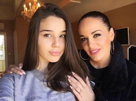 S dcérou má herečka