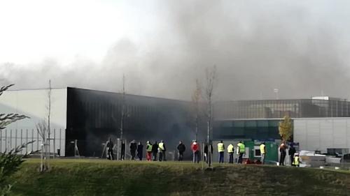Dym bol viditeľný už