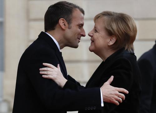 Emmanuel Macron a Angela