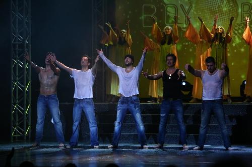 Zábery z predstavenia Boyband.