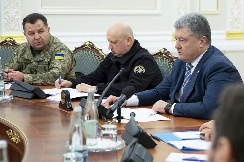 Na snímke sprava ukrajinský