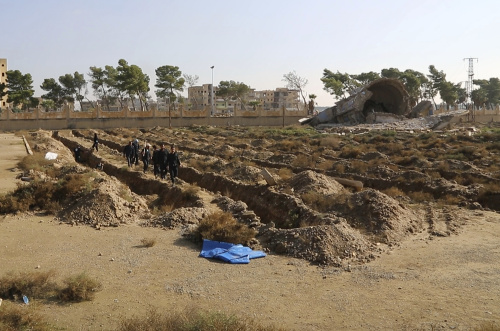 Masový hrob v Rakke