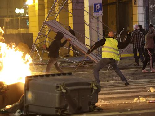 Extrémne protesty vo Francúzsku
