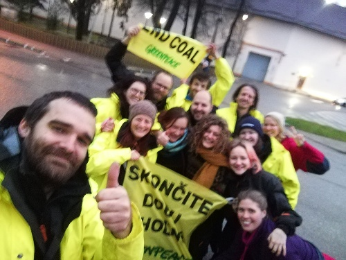 Aktivisti Greenpeace sú už