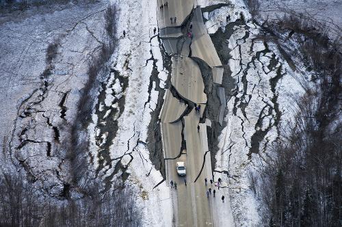 V dôsledku zemetrasenia popraskaná
