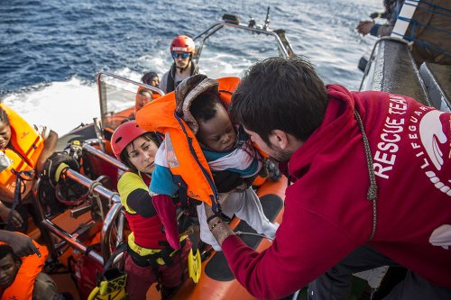 Loď s 311 migrantmi