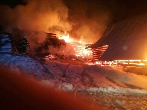 Hasiči zasahujú pri požiari
