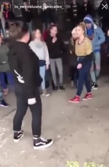 VIDEO Škaredá bitka školáčok