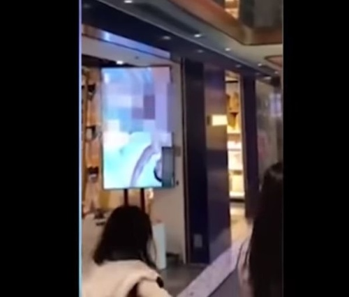 VIDEO IKEA omylom pustila