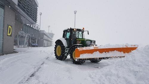 Sneženie skomplikovalo situáciu na