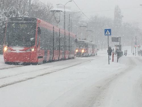 Sneženie spôsobilo problémy MHD.
