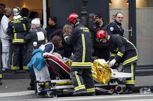 Parížom dnes otriasol mohutný