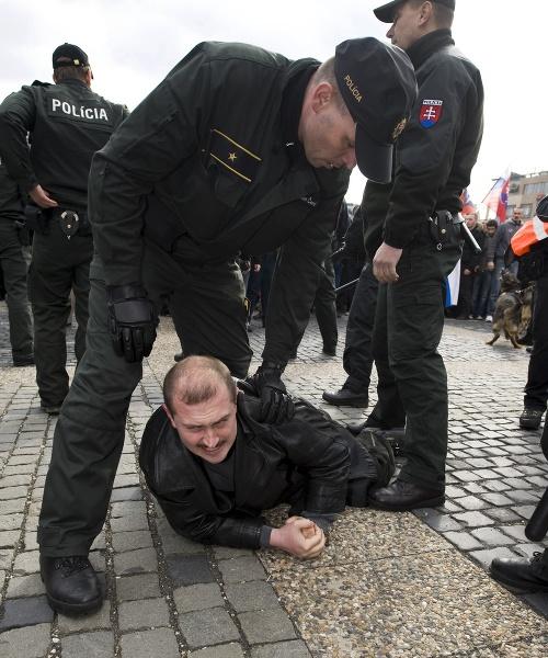 Datovania policajti online