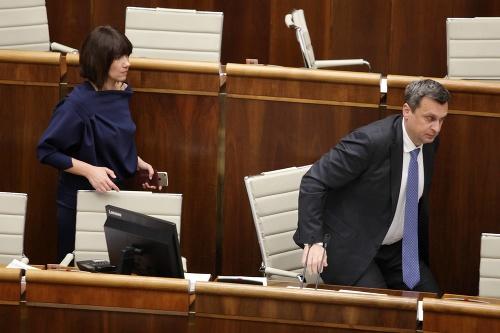 Mimoriadna schôdza parlamentu: VIDEO