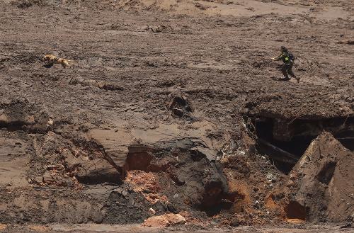 Brazílski záchranári stále hľadajú
