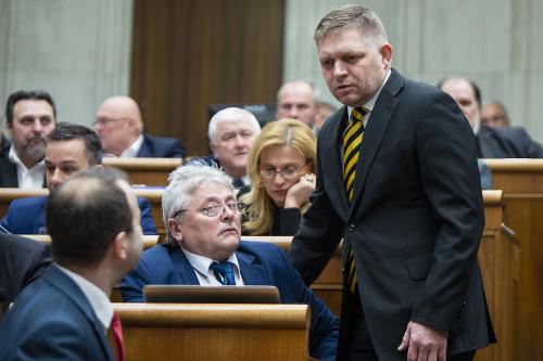 Poslanci začali rokovanie o