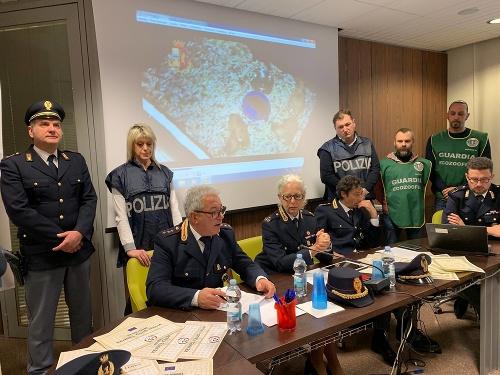 Policajti zatkli obchodníkov so