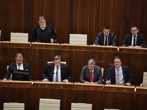 Pred hlasovaním zasadá ústavnoprávny