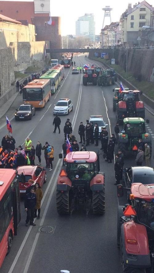PRÁVE TERAZ Protestujúci farmári