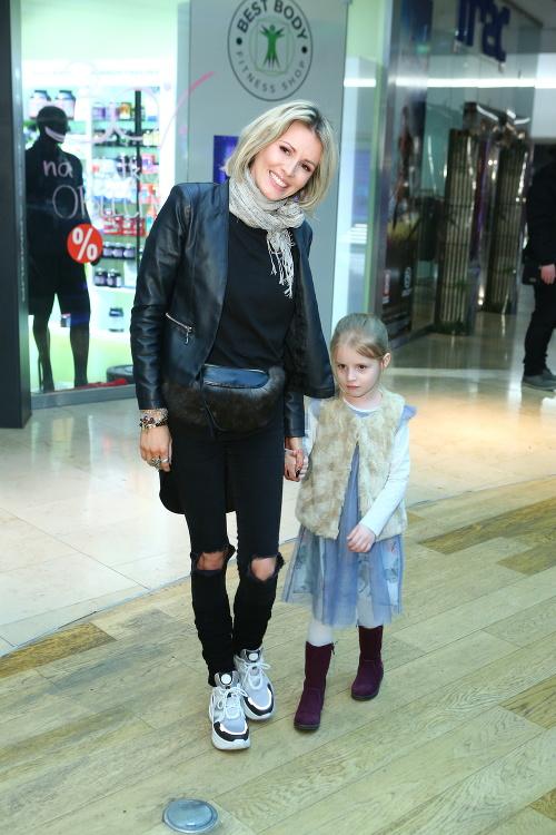 Miriam Kalisová s dcérkou