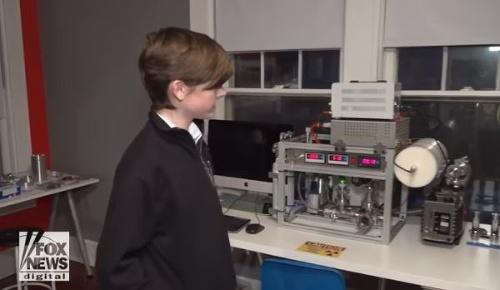 VIDEO Chlapec (12) si