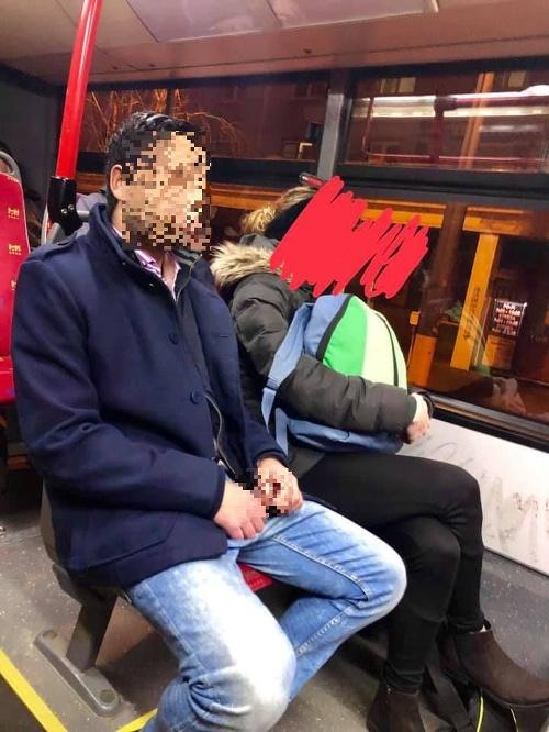 Onanista v trolejbuse č.