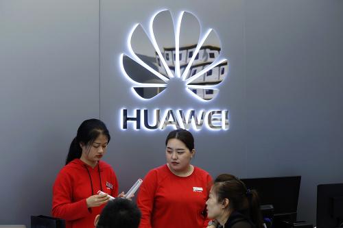 Telekomunikačnému gigantovi Huawei hrozí