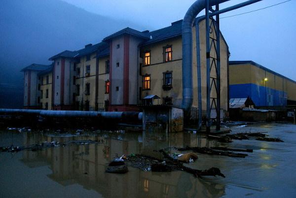 Zaplavená bytovka vo zvolenskej