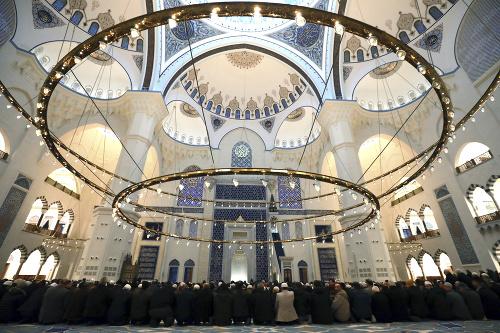 Moslimovia prichádzajú na rannú
