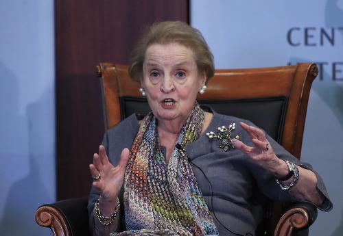 Albrightová varovala pred podkopávaním