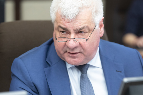 Minister dopravy Árpád Érsek.