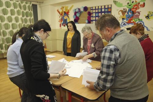 Sčítanie hlasov v Komárne