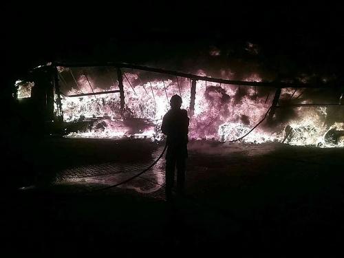 Požiar kamióna na diaľničnom