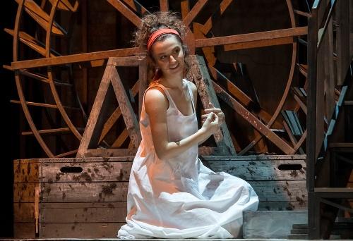 Zábery z predstavenia Mária