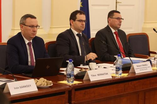 Zľava: Člen Ústavnoprávneho výboru