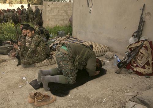 Vojaci sýrskych demokratických síl