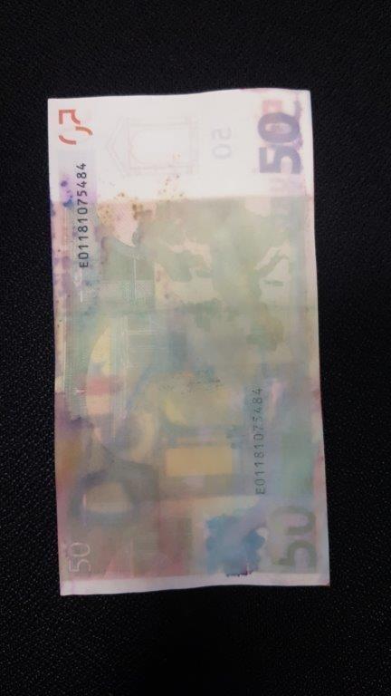 Falošné peniaze priniesol mladík