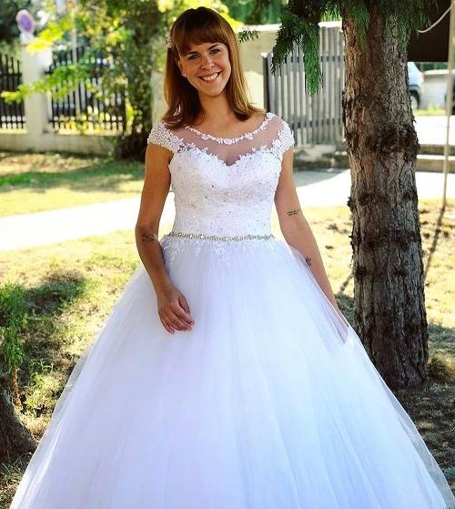 98f0be89ac82 Kristína Tormová ukázala svoje svadobné šaty  Neuveríte