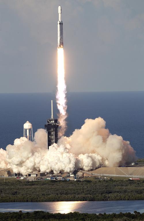 Súkromná spoločnosť SpaceX Elona