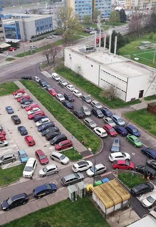 Parkovacia brutalita v Petržalke: