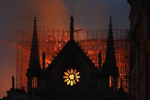 Miliardári zachraňujú pýchu Paríža: