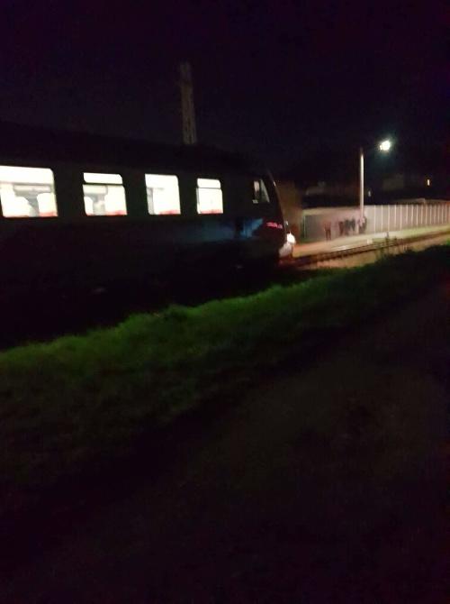 Vlak narazil do auta