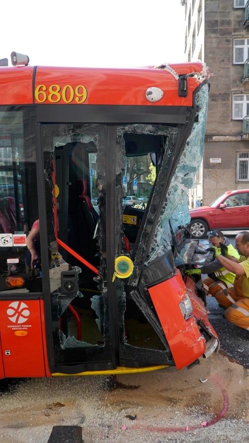 Važna nehoda autobusu a