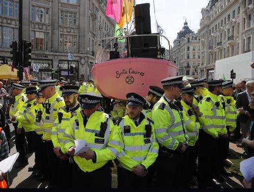 Polícia zatkla už vyše