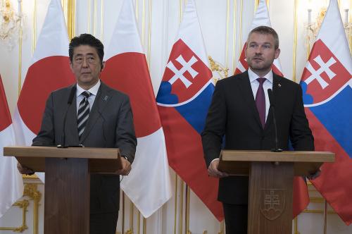 Japonský premiér prvýkrát na